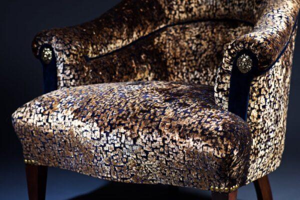 velvet-lion-chair